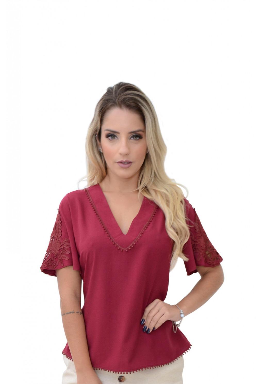 Blusa Mamorena decote V com aplicação mangas