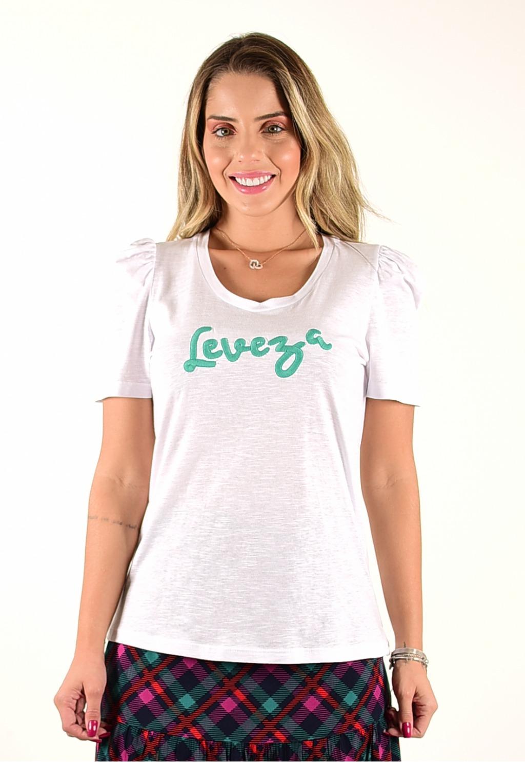 T-shirt Mamorena com bordado leveza